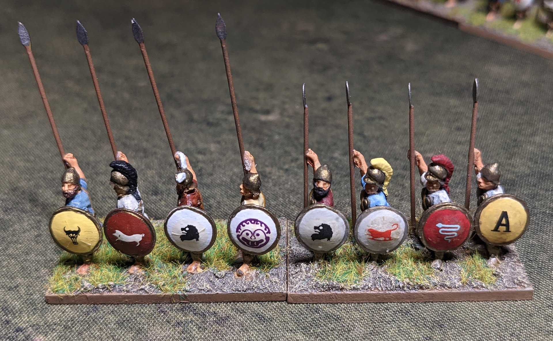 Italiot pike and spear, showing the size difference. I replace the cast spears with wire ones whenever possible (Essex metal is quite soft which is great for customising but terrible for spears).